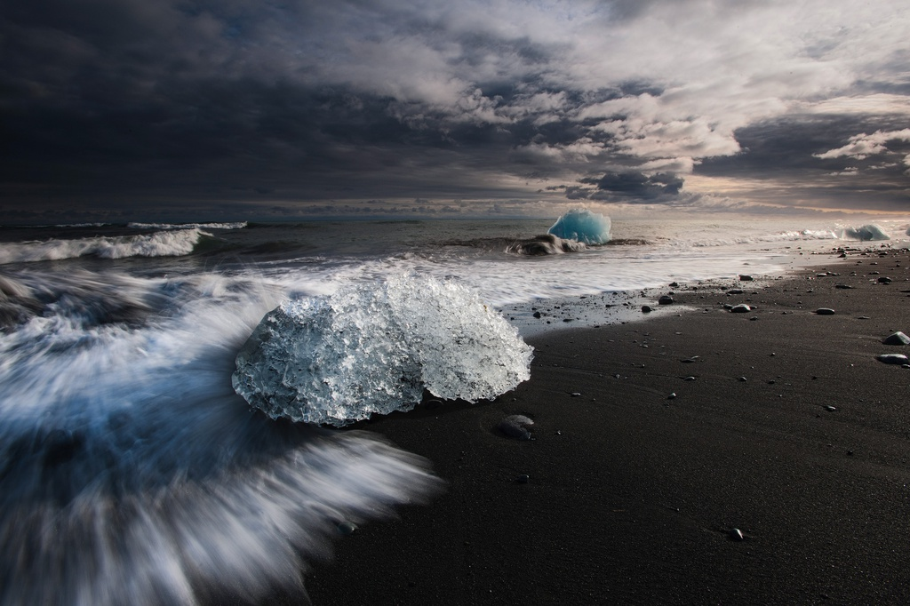 Jokulsarlon beach at sunset
